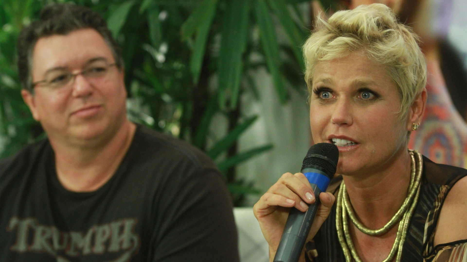 Boninho e a apresentadora Xuxa em gravao do seu programa