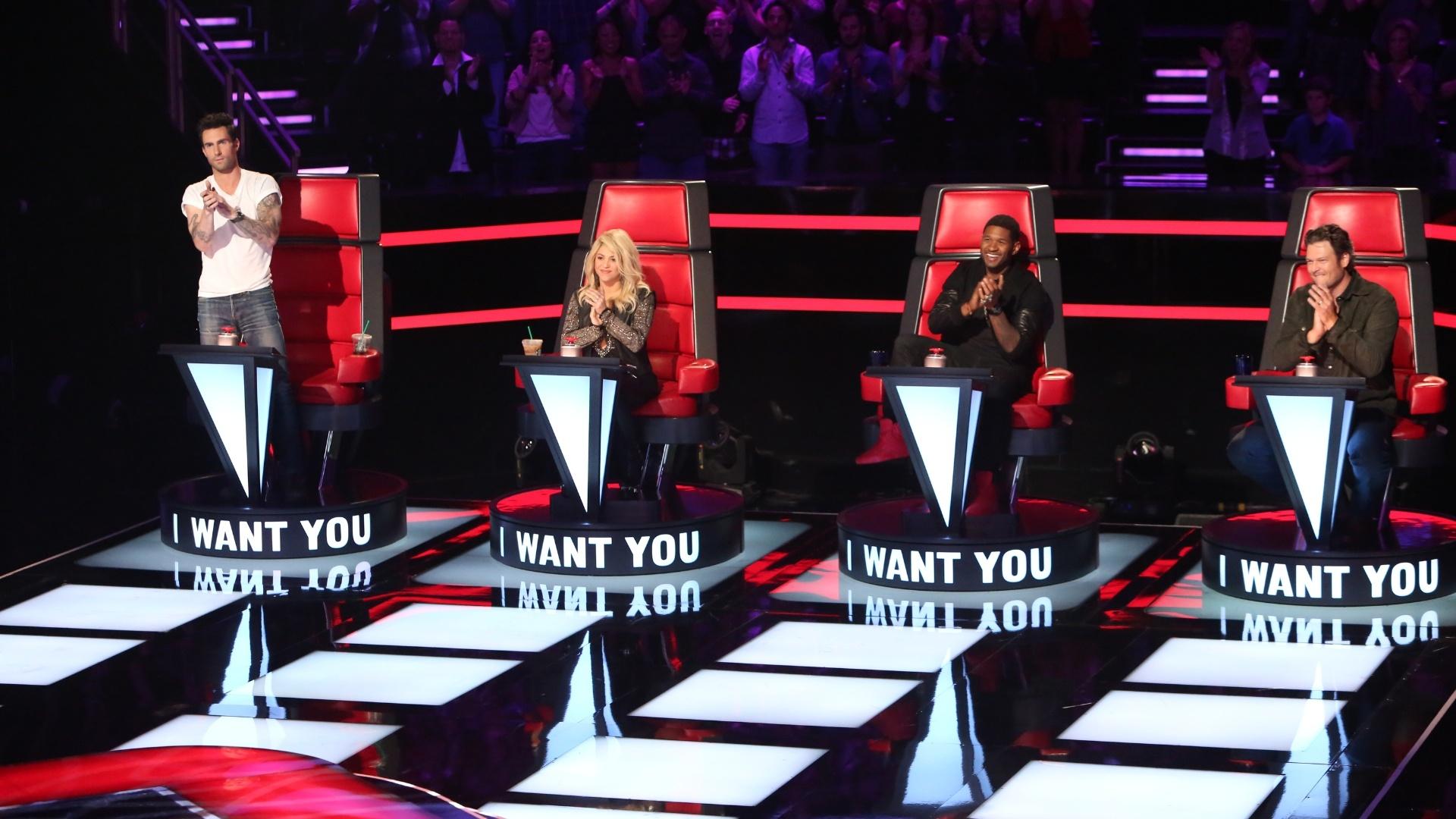 2012- Adam Levine, Shakira, Usher e Blake Shelton no palco do