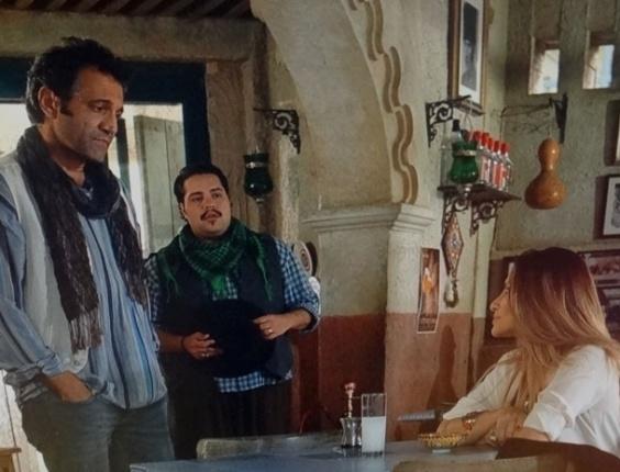 """27.mar.2013 - Em """"Salve Jorge"""", Bianca e Zyah se esbarram mais uma vez na Capadócia"""