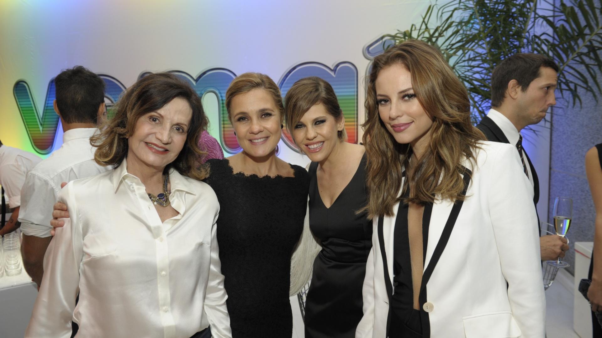 27.mar.2013 - Paolla Oliveira, Rosamaria Murtinho e Barbara Paz, que estão no elenco de