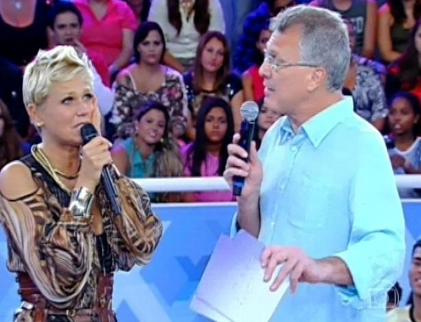 "30.mar.2013 - Xuxa recebe homenagens em seu programa ""TV Xuxa"""