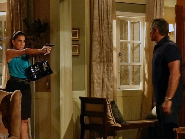 "Em ""Salve Jorge"", Wanda ameaça matar coronel Nunes"