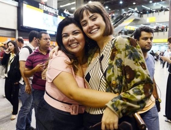 """2.abr.2013 Fabiana Karla e Maria Casadevall gravaram cenas de """"Amor à Vida"""" no aeroporto de Guarulhos, em São Paulo"""
