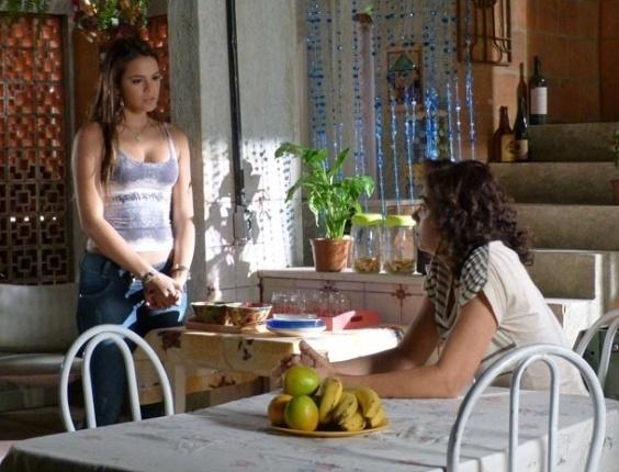 """Em """"Salve Jorge"""", Lurdinha conta a Delzuite que Aisha virá ao Brasil para fazer DNA"""