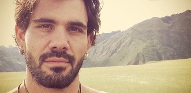 4.abr.2013 - Juliano Cazarré gava cenas da novela