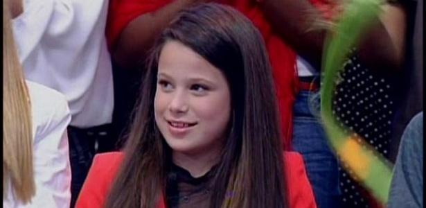 8.abr.2013 - Sofia, filha de Claudia Raia com Edson Celulari, observa a mãe na plateia do
