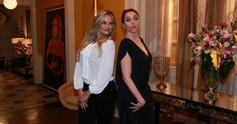 """8.abr.2013 - Ellen Rocche e Maria Orth prestigiaram a coletiva de apresentação da novela """"Sangue Bom"""" que aconteceu no Projac, zona oeste do Rio"""