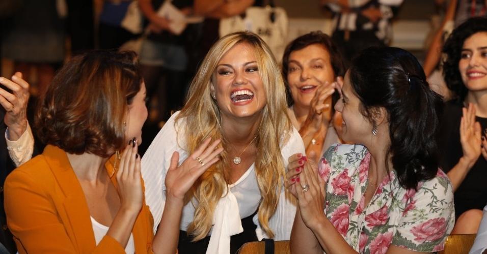 """8.abr.2013 - Ellen Rocche prestigiou a coletiva de apresentação da novela """"Sangue Bom"""" que aconteceu no Projac, zona oeste do Rio"""
