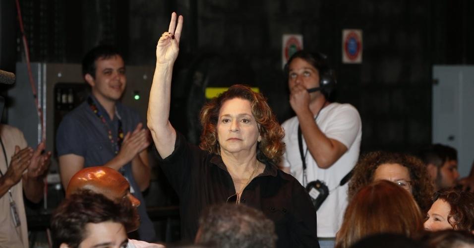 """8.abr.2013 - Fafi Siqueira prestigiou a coletiva de apresentação da novela """"Sangue Bom"""" que aconteceu no Projac, zona oeste do Rio"""