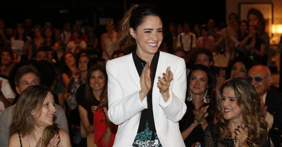 """8.abr.2013 - Fernanda Vasconcellos prestigiou a coletiva de apresentação da novela """"Sangue Bom"""" que aconteceu no Projac, zona oeste do Rio"""