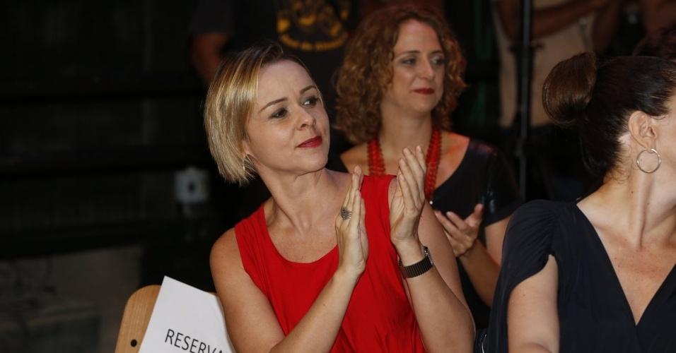 """8.abr.2013 - Giulia Gam prestigiou a coletiva de apresentação da novela """"Sangue Bom"""" que aconteceu no Projac, zona oeste do Rio"""