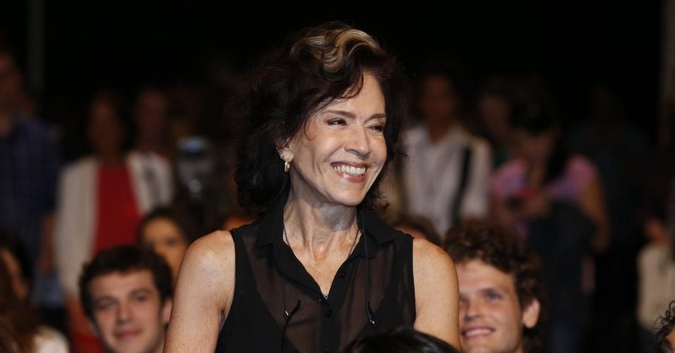 """8.abr.2013 - Yonná Magalhães prestigiou a coletiva de apresentação da novela """"Sangue Bom"""" que aconteceu no Projac, zona oeste do Rio"""