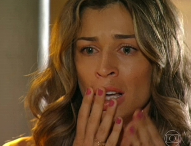 9.abr.2013 - Ester (Grazi Massafera) fica chocada ao ver Cassiano (Henri Castelli) dando uma surra em Alberto (Igor Rickli)