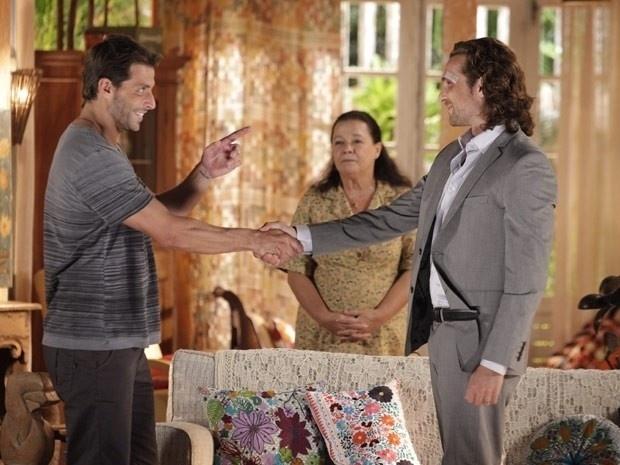 """Em """"Flor do Caribe"""", Cassiano engana Alberto e dá início a sua vingança"""