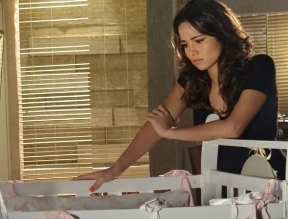 """13.abr.2013 - Angustiada com o estado de saúde de Jéssica, Morena acaba sendo descoberta por Lívia em """"Salve Jorge"""""""