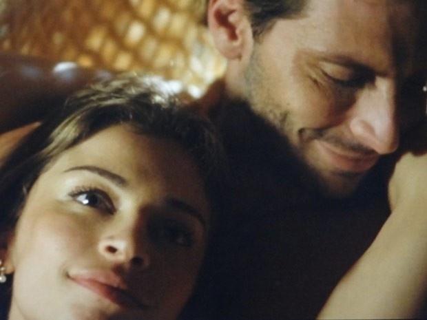 """Em """"Flor do Caribe"""", Ester vai atrás de Cassiano e afirma que irá se divorciar de Alberto"""