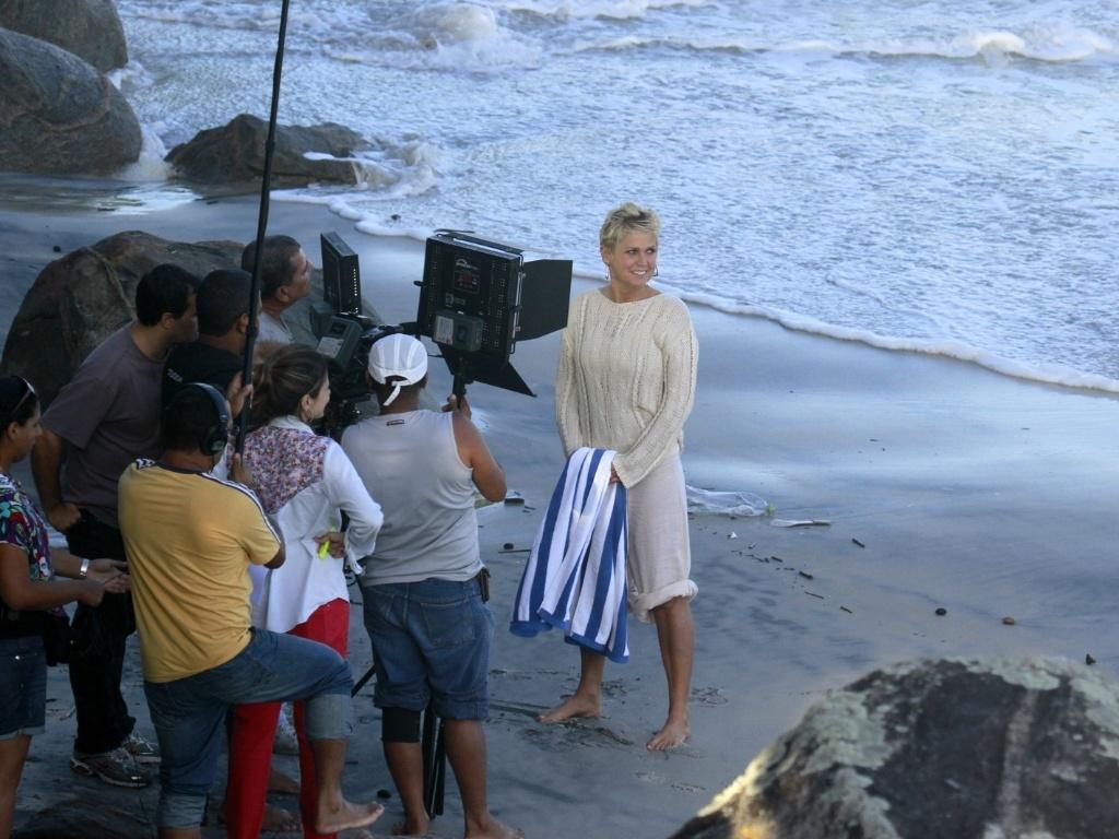 17.abr.2013 - Xuxa grava TV Xuxa na Prainha, no Rio de Janeiro