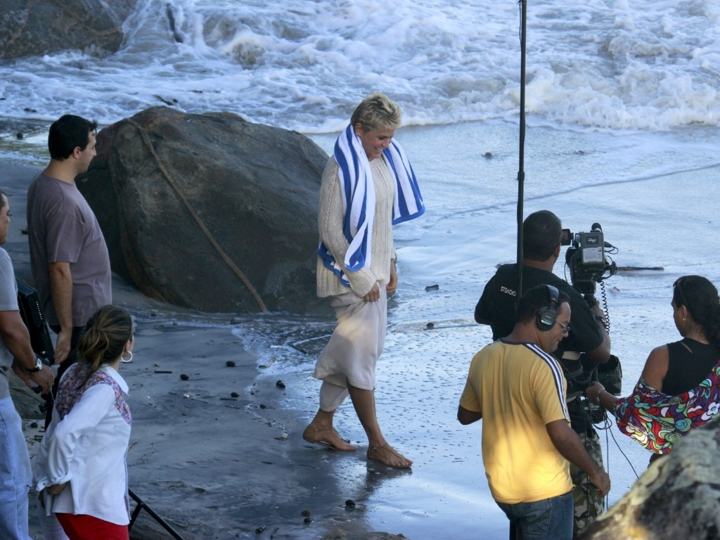 17.abr.2013 - Xuxa grava TV Xuxa na Prainha, no Rio de Janeiro