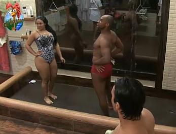 Mulher Melancia e Viola tomam banho (29/9/2010)