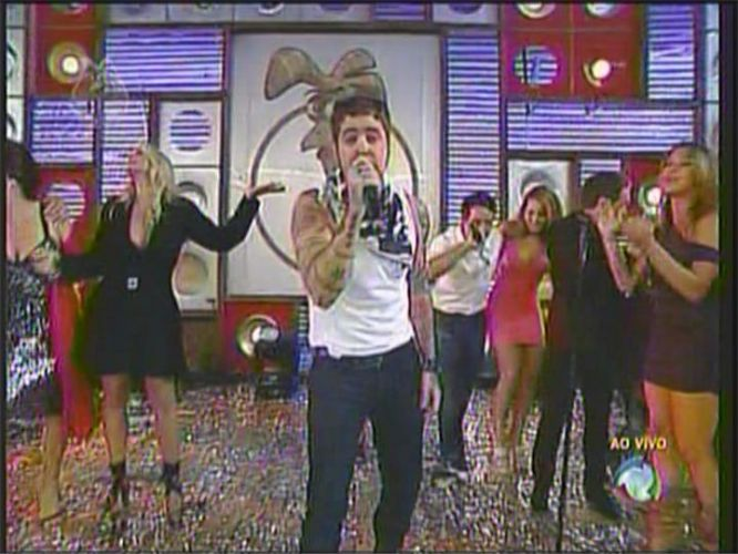 Tico Santa Cruz canta na vitória de Daniel Bueno (22/12/2010)