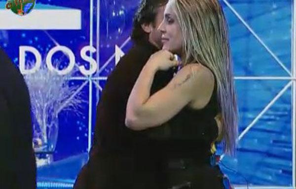 João Kléber passou a noite toda tentando dançar com Joana Machado (05/08/11)
