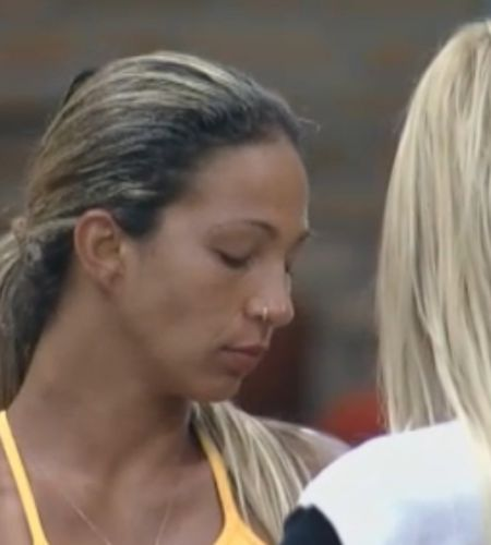 Valesca chora e acha que será eliminada do reality show (09/10/11)