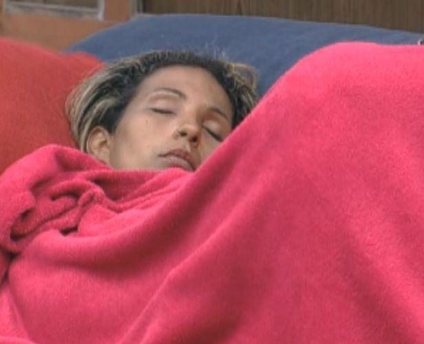 Valesca dorme enquanto aguarda início de atividade (09/10/11)
