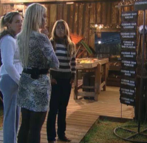 As três finalistas do reality se juntam para distribuir tarefas pela última vez (10/10/11)