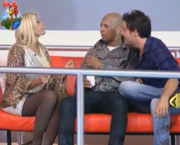 Thiago brinca com Monique e diz que Gugu morreu (10/10/11)