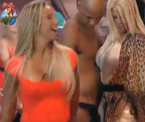 Valesca, Monique e Dinei dançam (10/10/11)