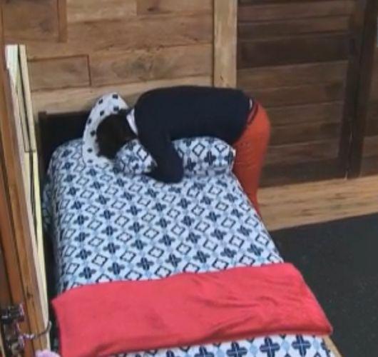 Apresentador visita sua antiga cama e se emociona (10/10/11)
