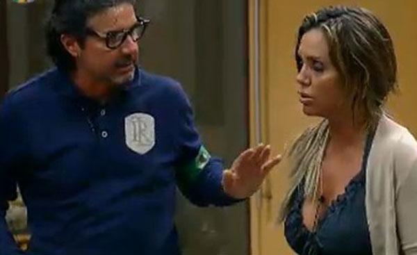 João Kléber e Renata Banhara discutem após formação dos grupos (21/07/2011)
