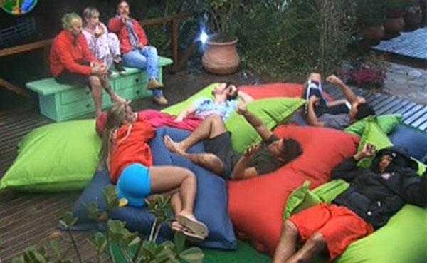 Peões conversam após eliminação de Franciely e Ana Paula (21/07/2011)