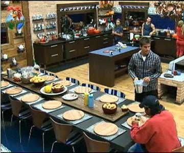 Peões tomam café da manhã neste domingo (24/7/11)