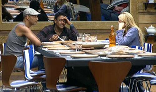 Dinei, Compadre Washington e Monique conversam sobre rixa entre Renata Banhara e João Kléber (25/7/2011)