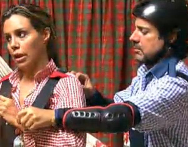 João Kléber ajuda Renata Banhara a ajustar seu uniforme para a prova (26/07/11)
