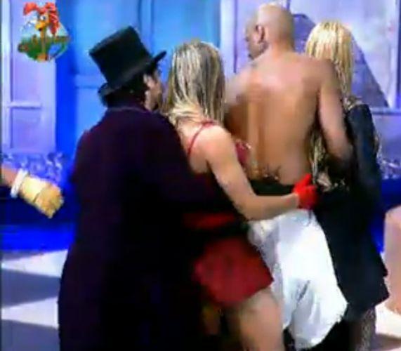 João Kléber, Joana Machado, Dinei e Monique dançam super envolvidos (29/7/11)