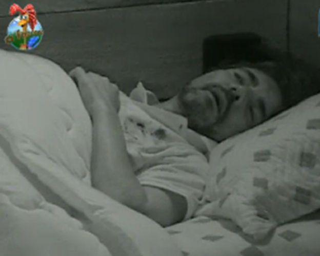 João Kléber dorme (29/7/11)