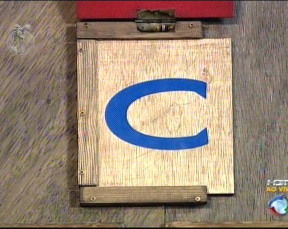 Peoas tinham que colocar as letras nas gavetas (31/7/2011)