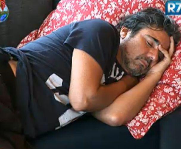 João Kléber dorme; Fazendeiro foi muito criticado por todos (01/8/2011)