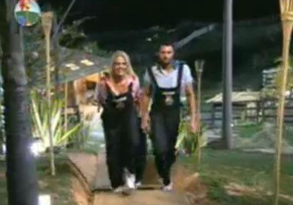 Monique Evans e François chegam ao cenário montado para a prova (02/08/11)