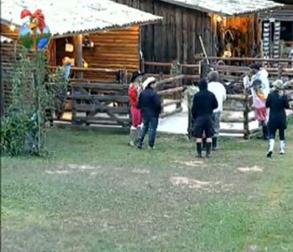Peões levam um puxão de orelhas do caseiro Clébis na manhã desta quarta-feira (03/8/11)