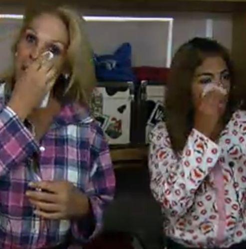 Momique e Raquel tiram a maquiagem antes de irem dormir (04/8/11)