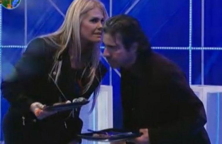 Monique Evans comentou com João Kléber que vai fazer com que Raquel jante direito para não ficar bêbada (05/08/11)