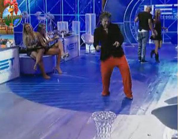 João Kléber também passou boa parte da noite dançando sozinho, após dizer a todos que estava muito bêbado (05/08/11)