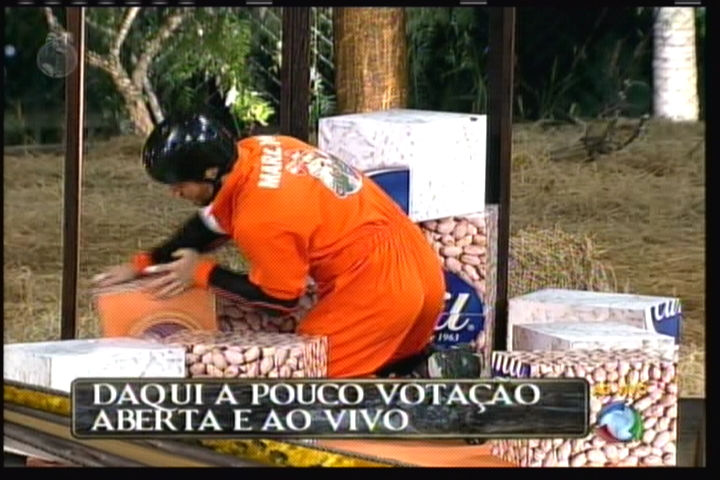 Marlon monta a caixa; peão se atrapalhou na contagem das 12 caixas (14/8/2011)