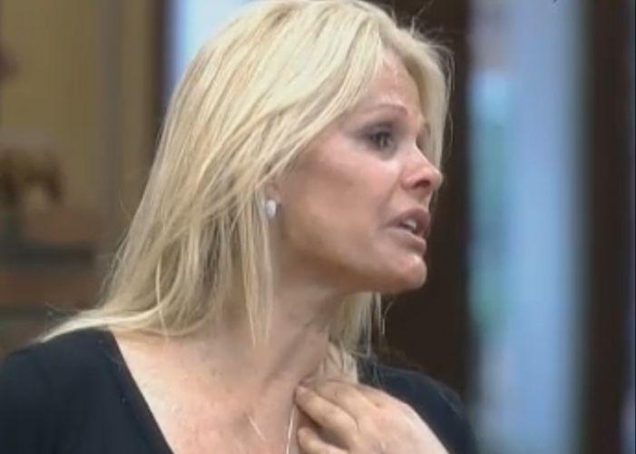 Monique chora ao contar para Joana que foi tratada com indiferença pela Valesca (11/10/11)