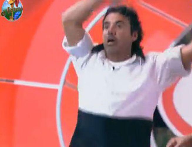João Kléber dança sozinho (12/08/11)