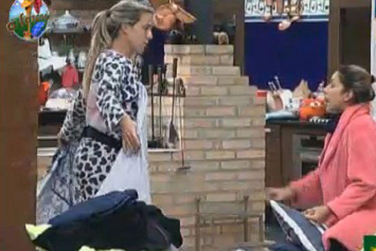 Joana e Dani estranharam a mudança repentina de opinião de Anna (13/8/11)