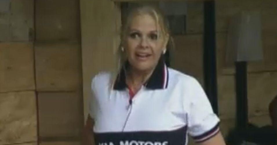 Monique Evans participa de prova de carro no lugar de Joana Machado, mas perde